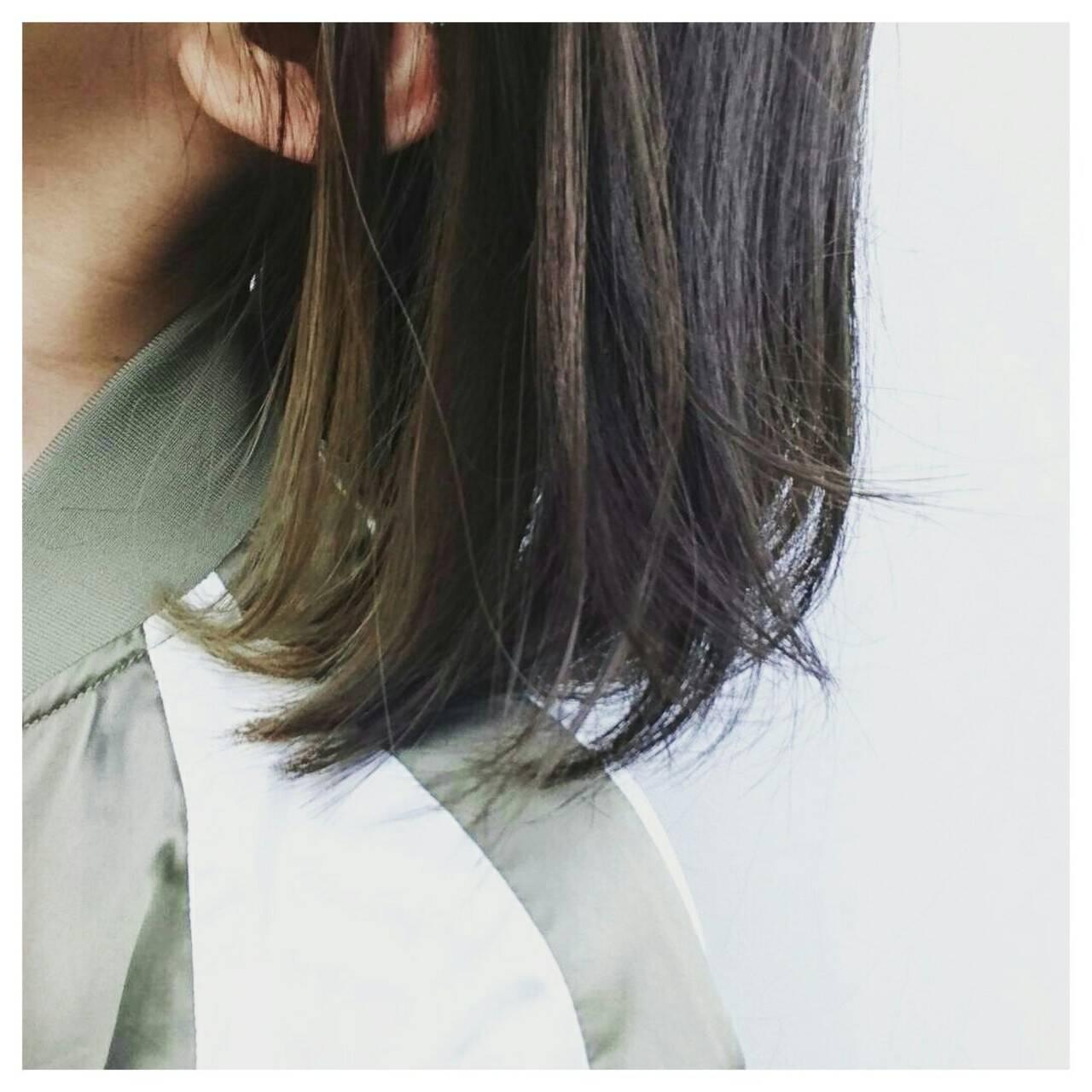 ワンレングス ブルーアッシュ アッシュ インナーカラーヘアスタイルや髪型の写真・画像