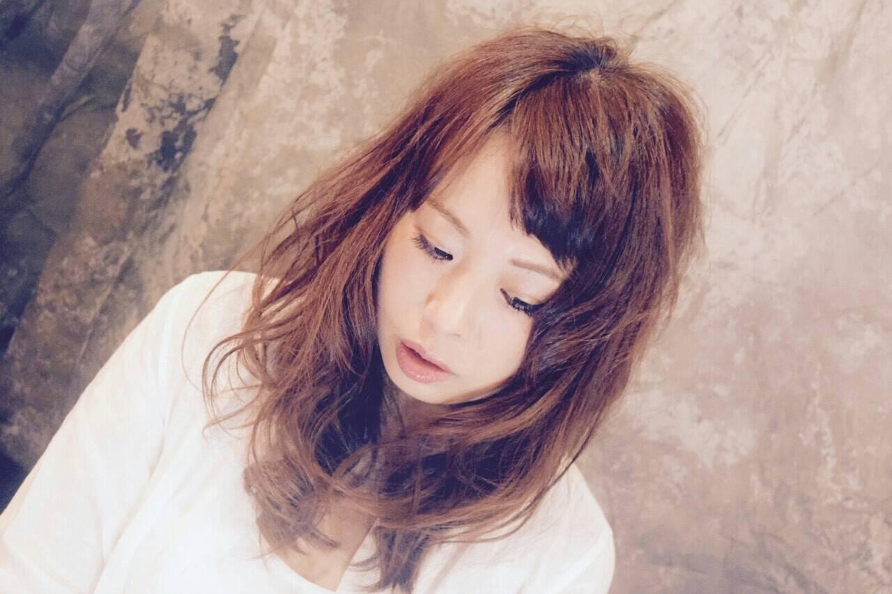オン眉 ガーリー かわいい ナチュラルヘアスタイルや髪型の写真・画像
