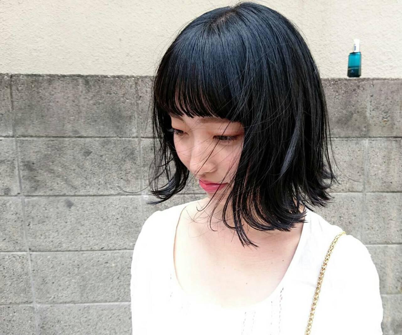 ブルーブラック 黒髪 外ハネ ストリートヘアスタイルや髪型の写真・画像