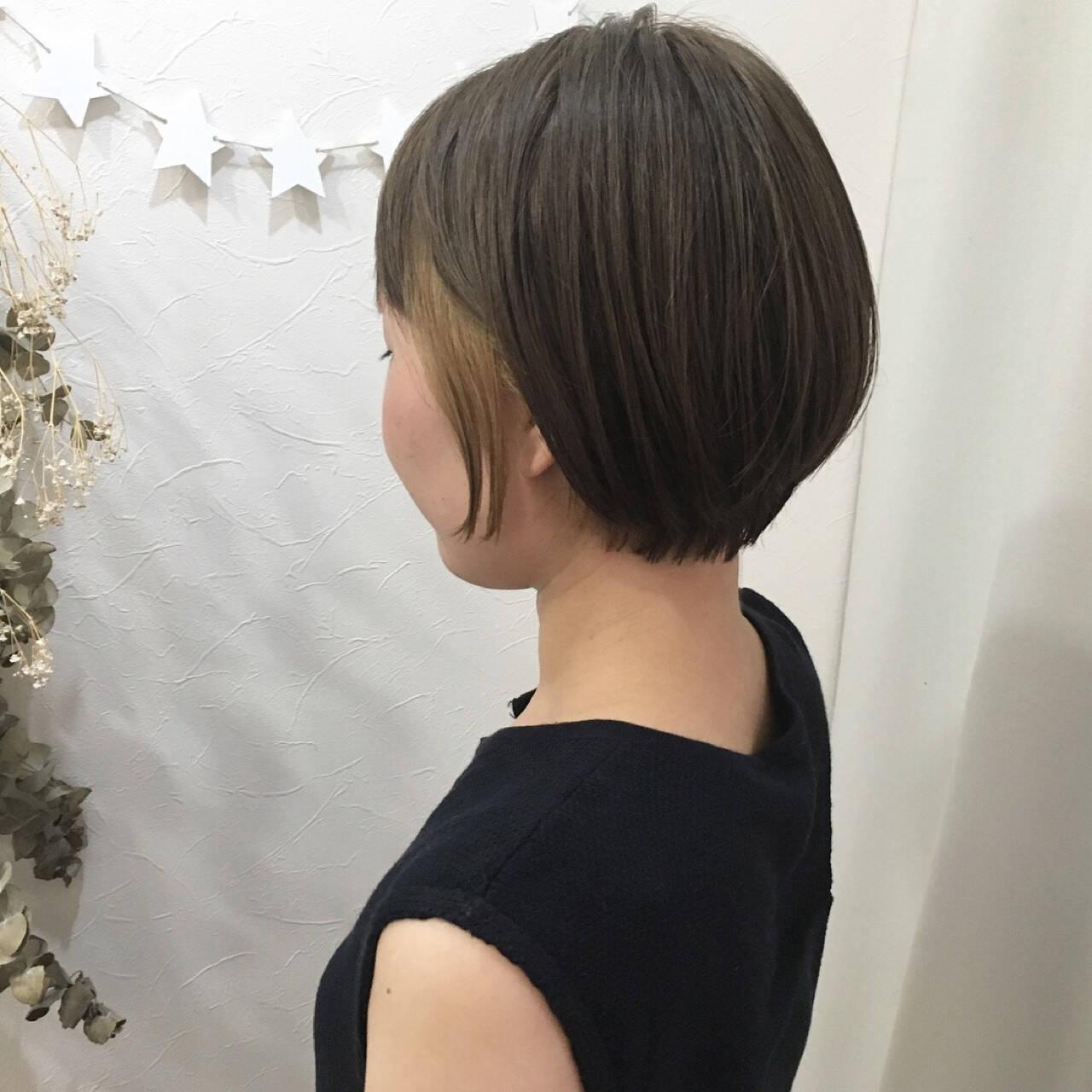 ショート 大人女子 インナーカラー アッシュヘアスタイルや髪型の写真・画像