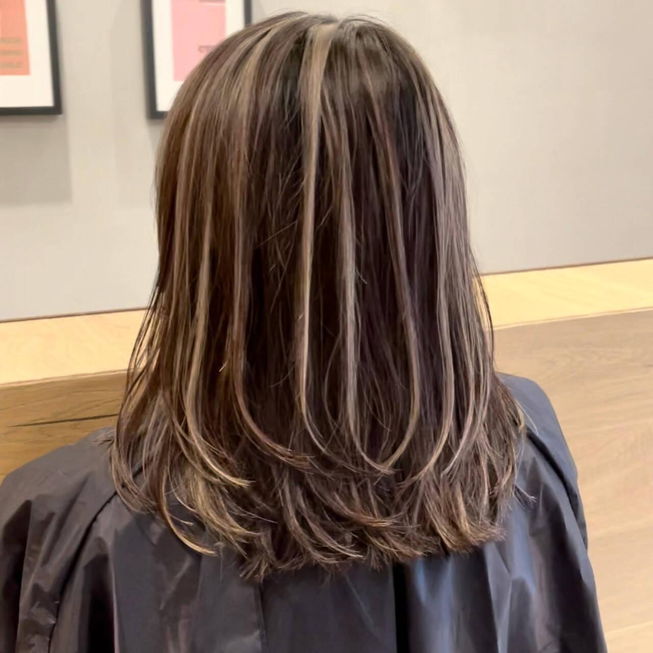 ミディアム ミディアムレイヤー 3Dハイライト ナチュラルヘアスタイルや髪型の写真・画像