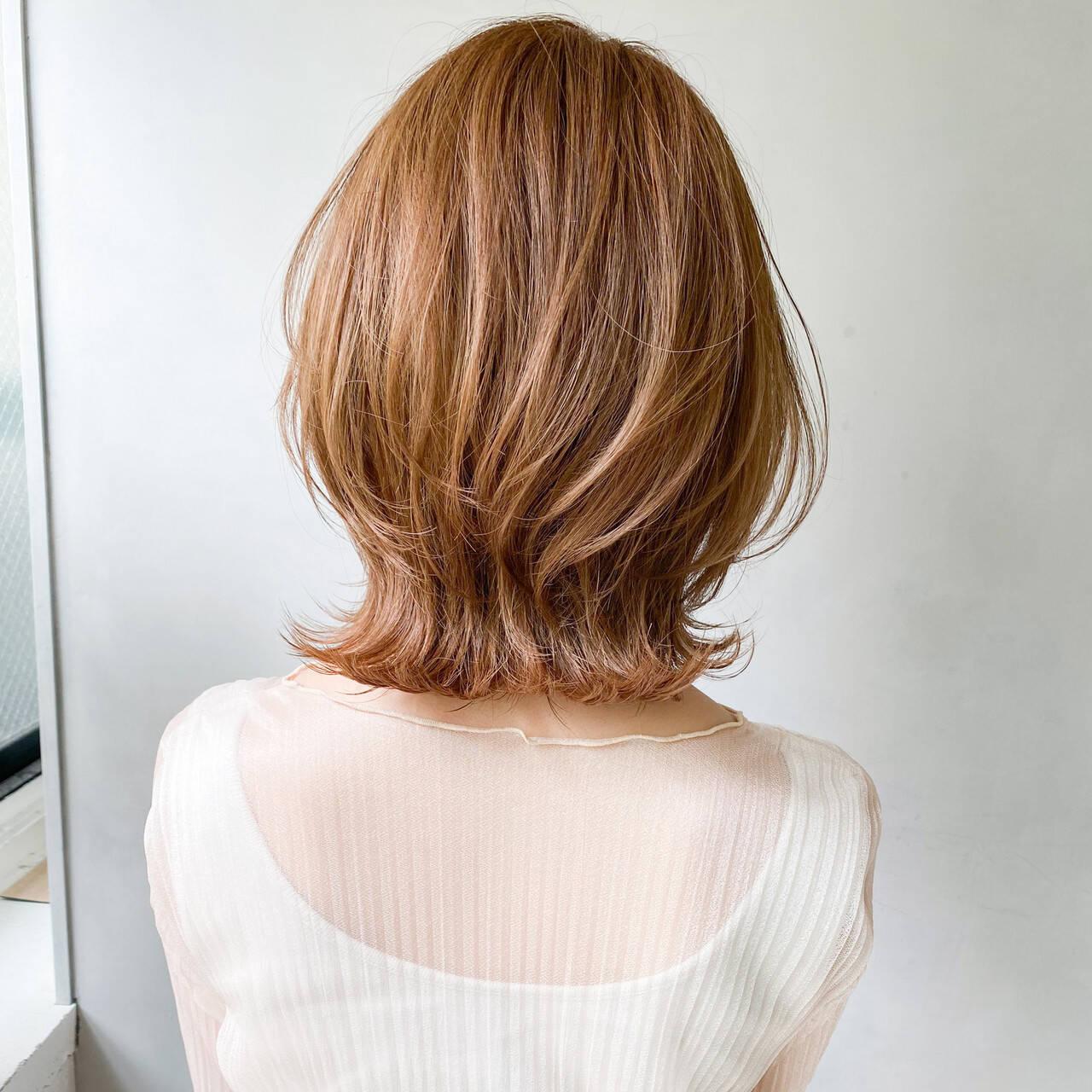アンニュイほつれヘア ナチュラル オフィス 外ハネボブヘアスタイルや髪型の写真・画像