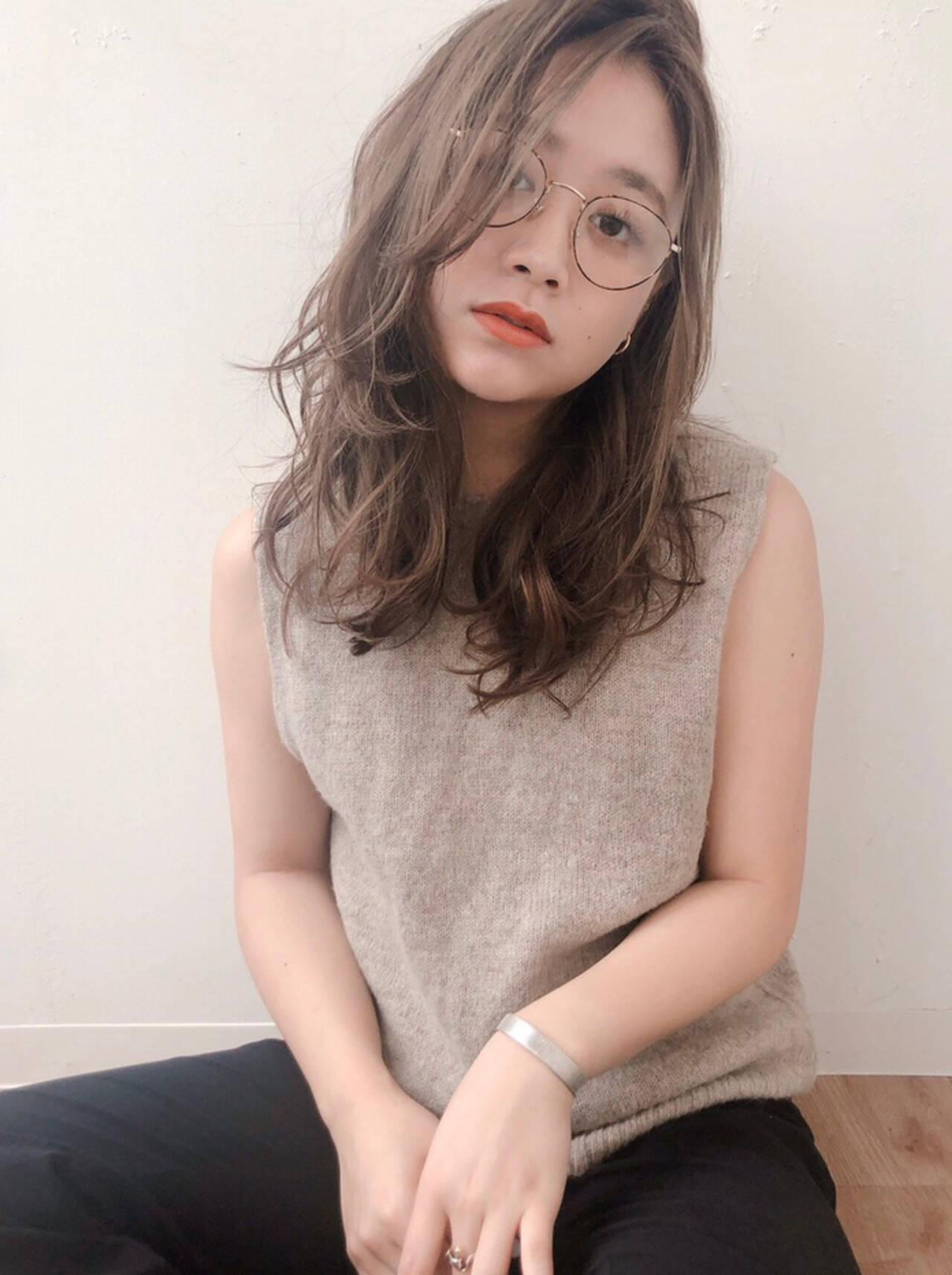 外国人風フェミニン かき上げ前髪 ゆるかき上げウェーブ セミロングヘアスタイルや髪型の写真・画像
