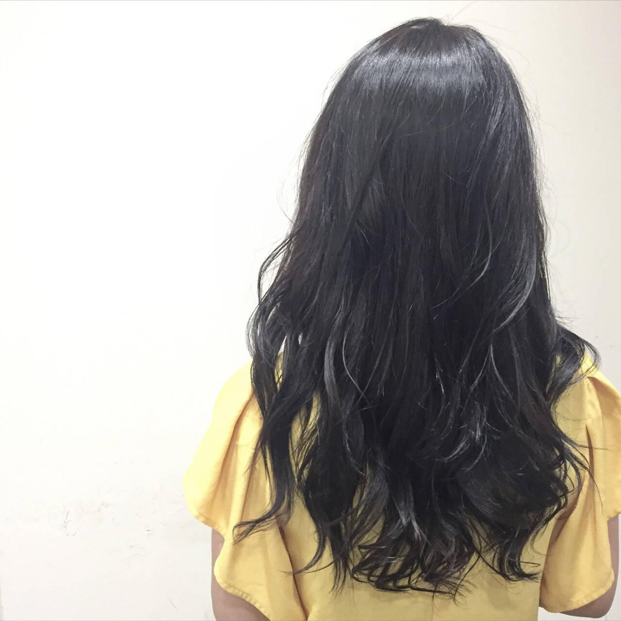 大人かわいい グレー 暗髪 アッシュヘアスタイルや髪型の写真・画像