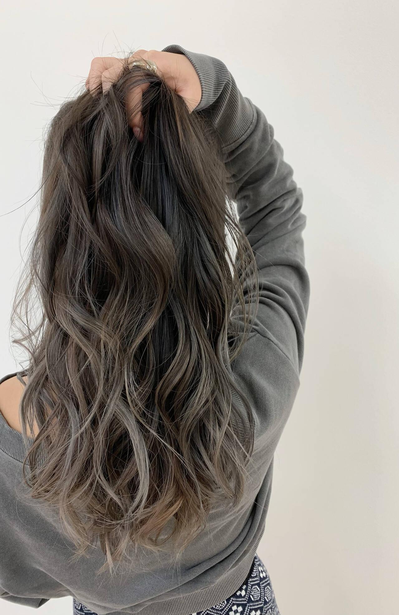 グレージュ ホワイトグレージュ 外国人風カラー ミルクティーグレージュヘアスタイルや髪型の写真・画像