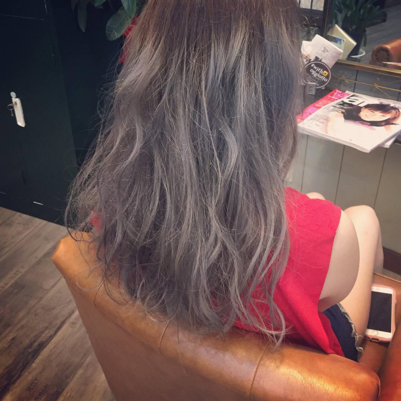 ロング ブリーチ グレージュ 外国人風ヘアスタイルや髪型の写真・画像