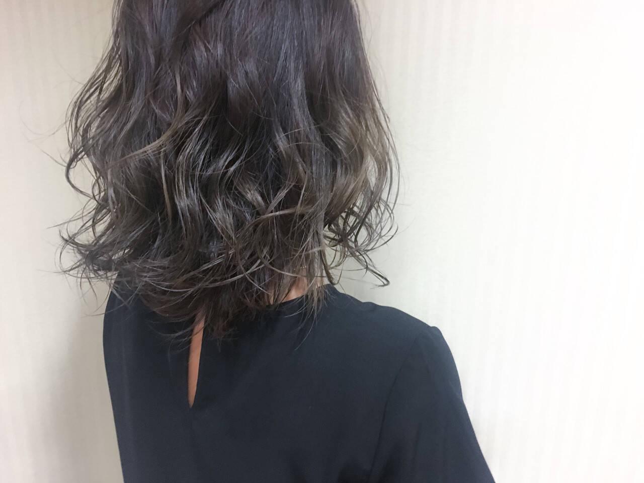 暗髪 大人かわいい 外国人風 セミロングヘアスタイルや髪型の写真・画像