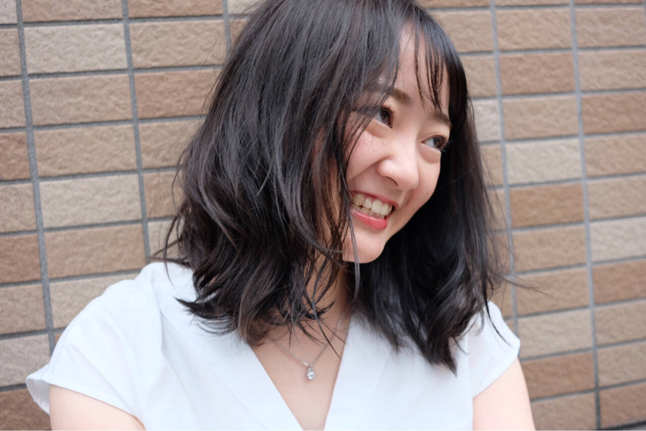ヘアアレンジ 前髪あり グレージュ シースルーバングヘアスタイルや髪型の写真・画像