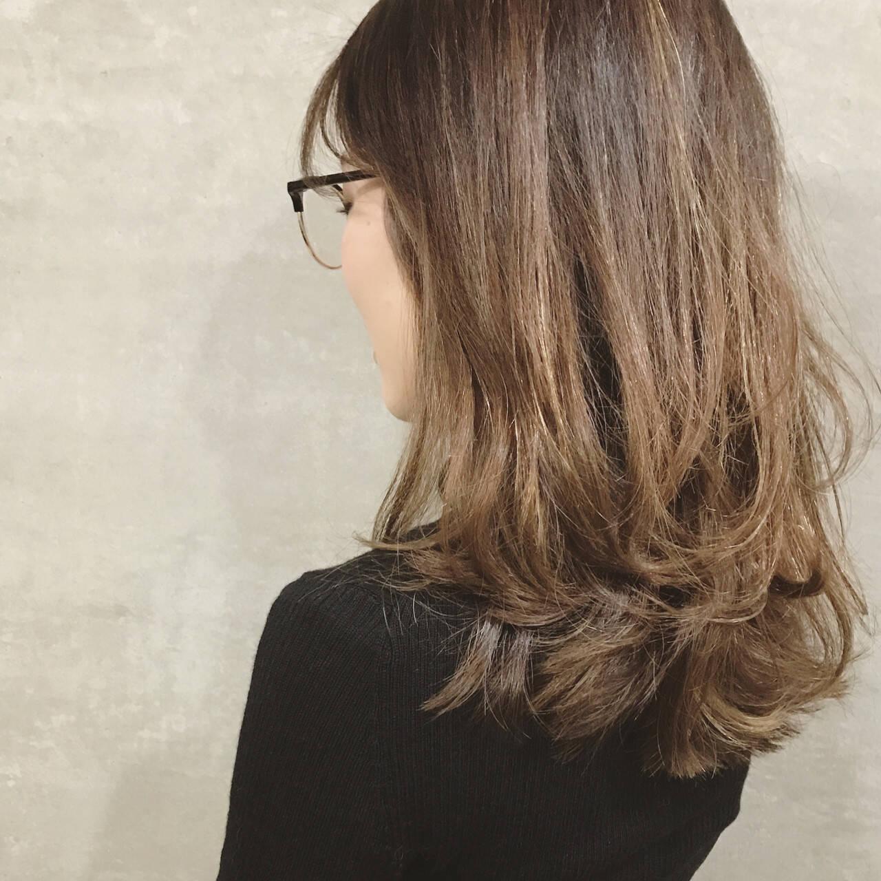 コンサバ 重ため ハイライト ダブルカラーヘアスタイルや髪型の写真・画像