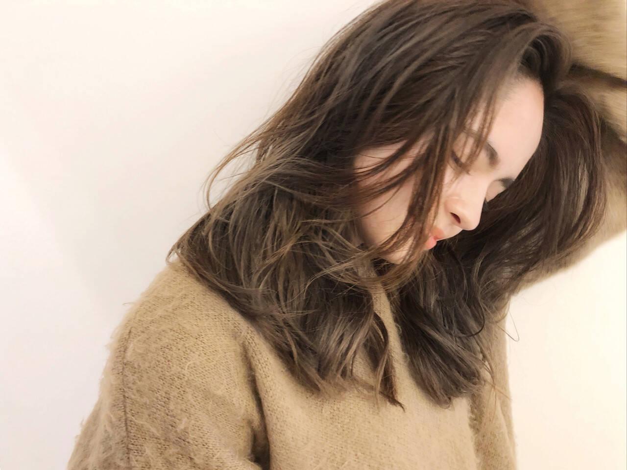 デジタルパーマ 外ハネ グレージュ セミロングヘアスタイルや髪型の写真・画像