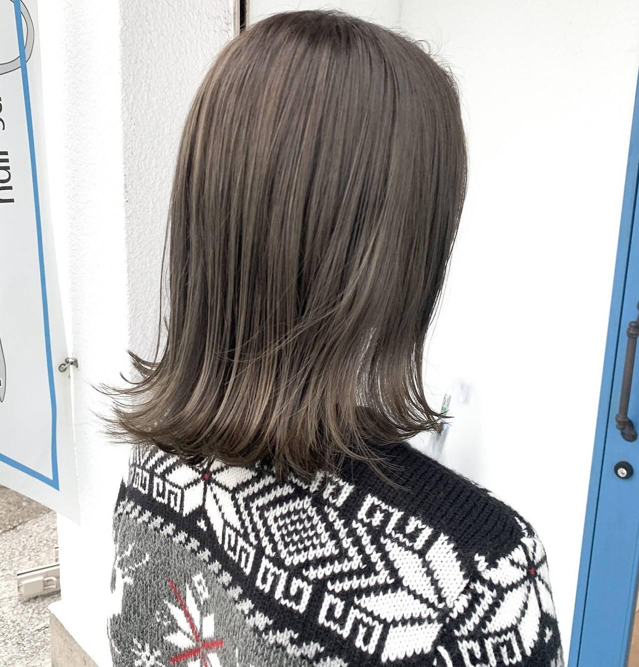 リアルサロン カーキ セミロング マットグレージュヘアスタイルや髪型の写真・画像