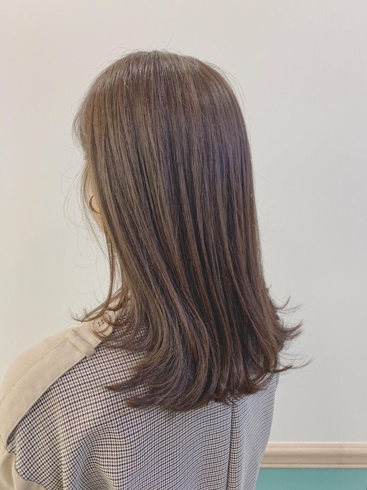 オリーブグレージュ 大人かわいい 大人可愛い ナチュラルヘアスタイルや髪型の写真・画像