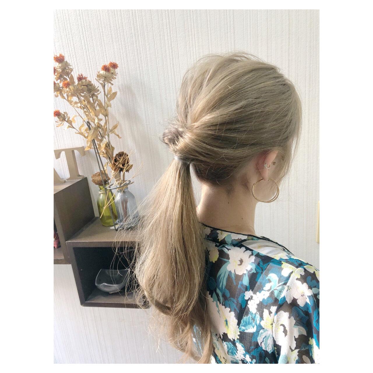 セミロング ヘアアレンジ オフィス ミルクティーヘアスタイルや髪型の写真・画像