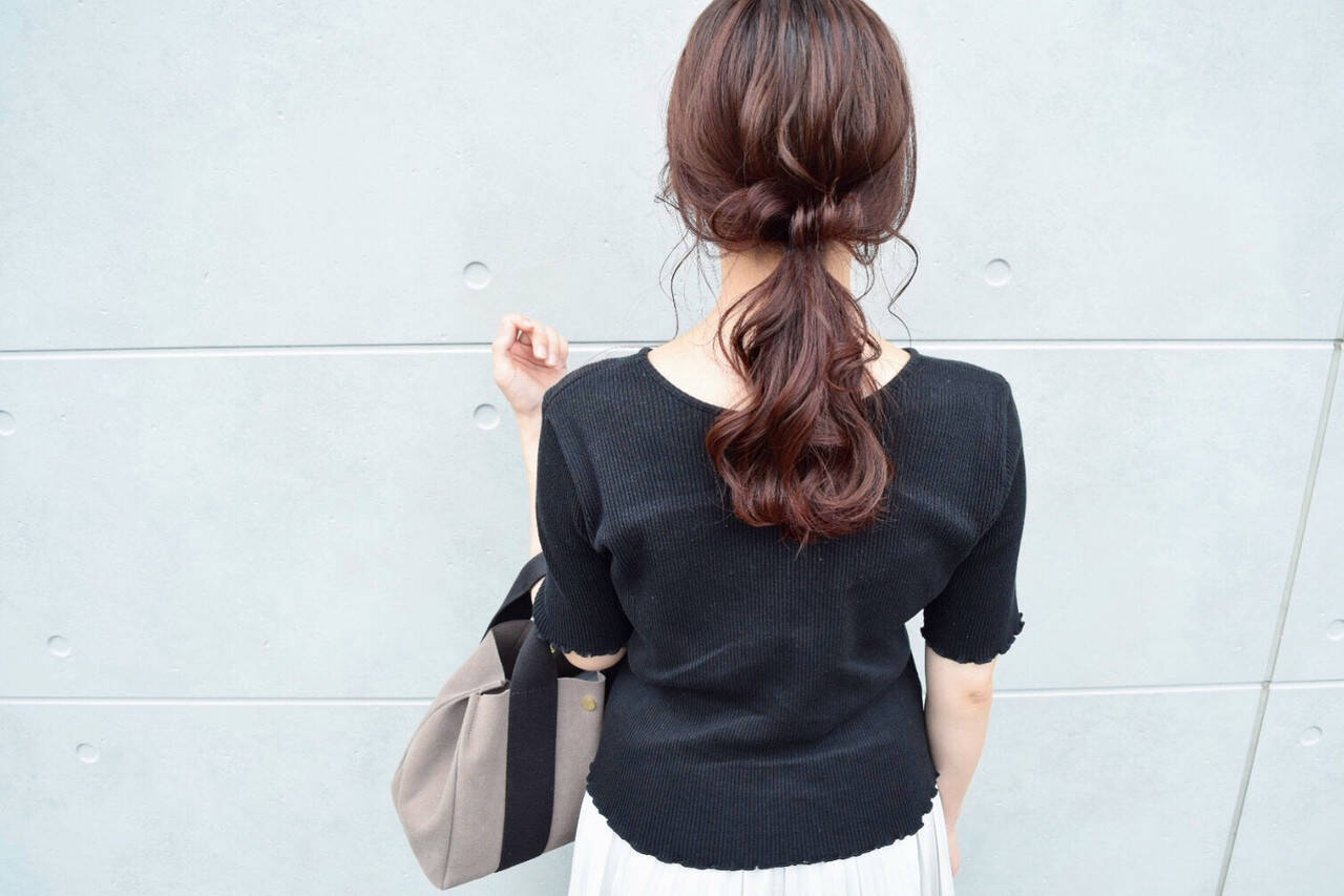 ミディアム ローポニーテール ガーリー アディクシーカラーヘアスタイルや髪型の写真・画像