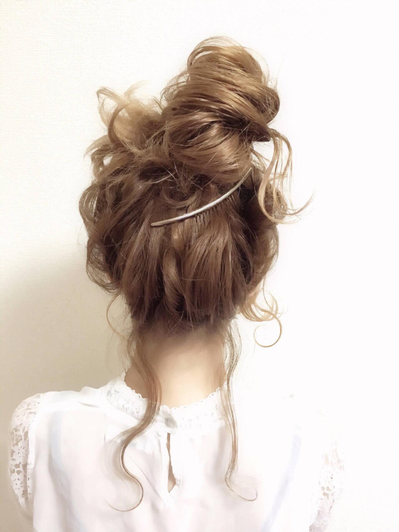 お団子 外国人風 フェミニン パーティヘアスタイルや髪型の写真・画像
