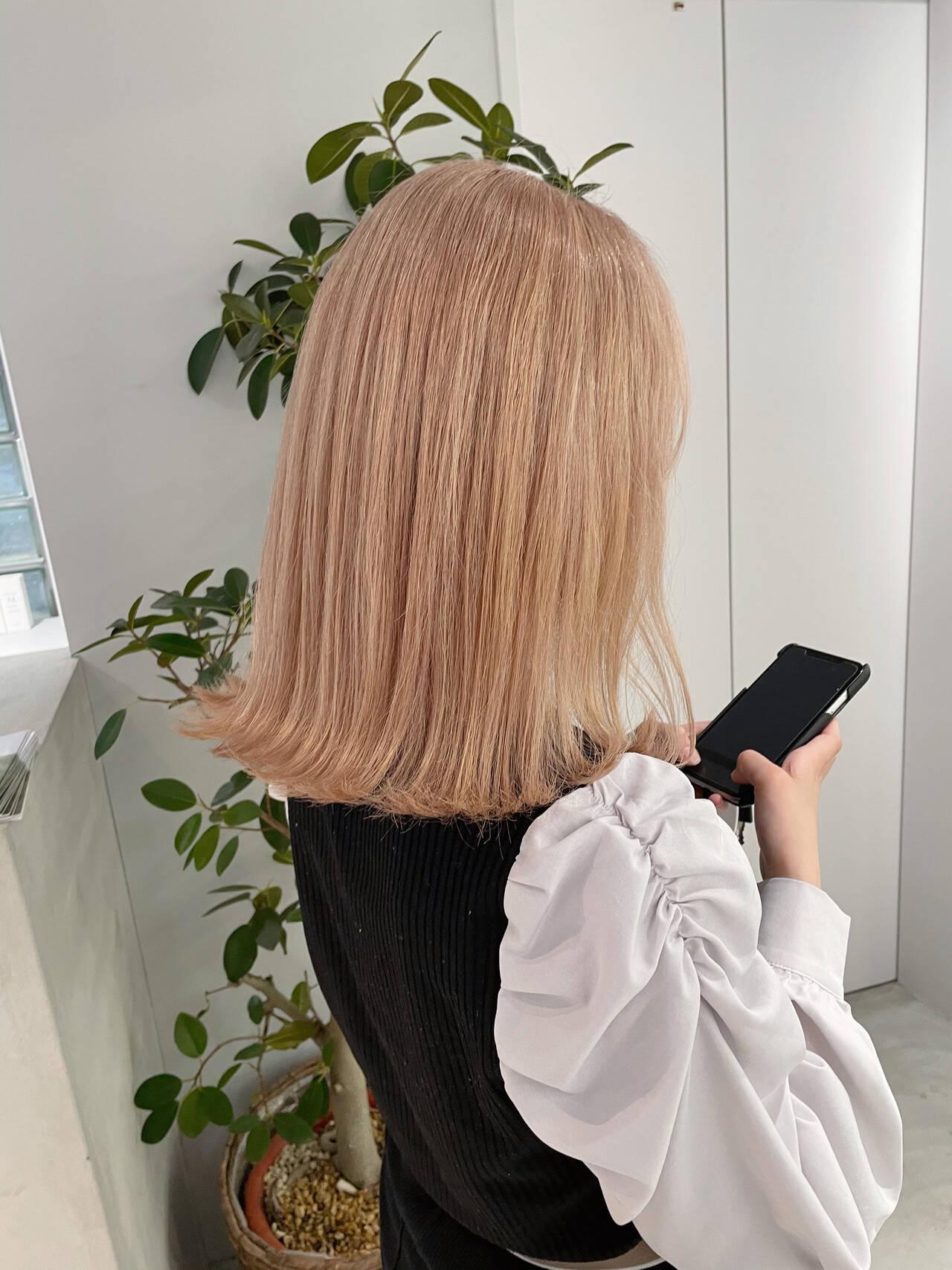 ミルクティーグレージュ ダブルカラー ミルクティー フェミニンヘアスタイルや髪型の写真・画像