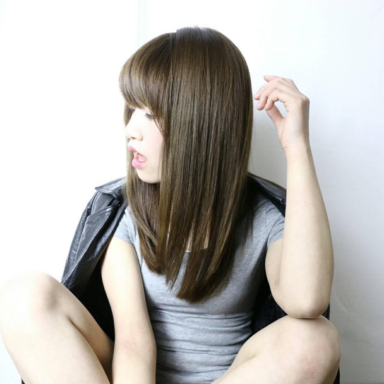 アッシュ ストレート 前髪あり 暗髪ヘアスタイルや髪型の写真・画像