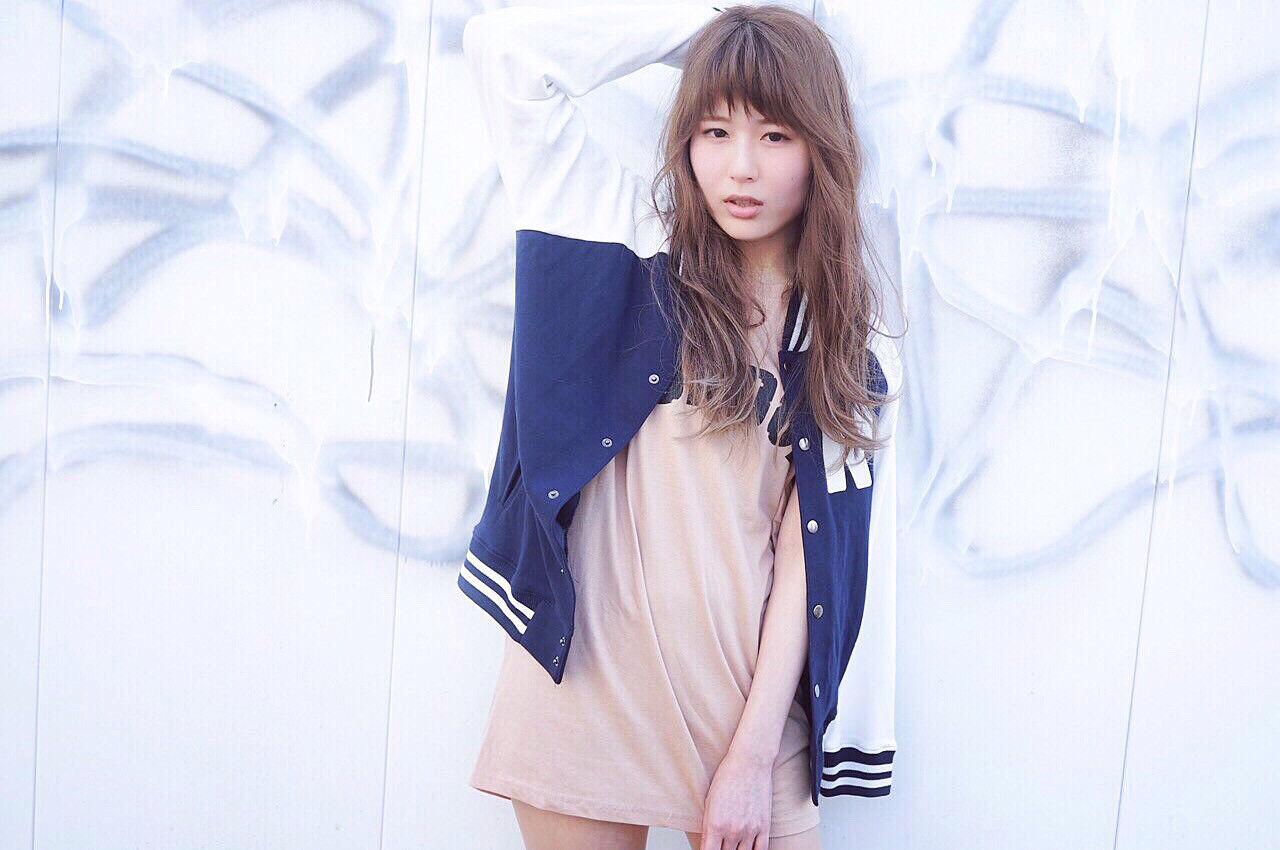 ロング ブラウン ストリート 外国人風ヘアスタイルや髪型の写真・画像