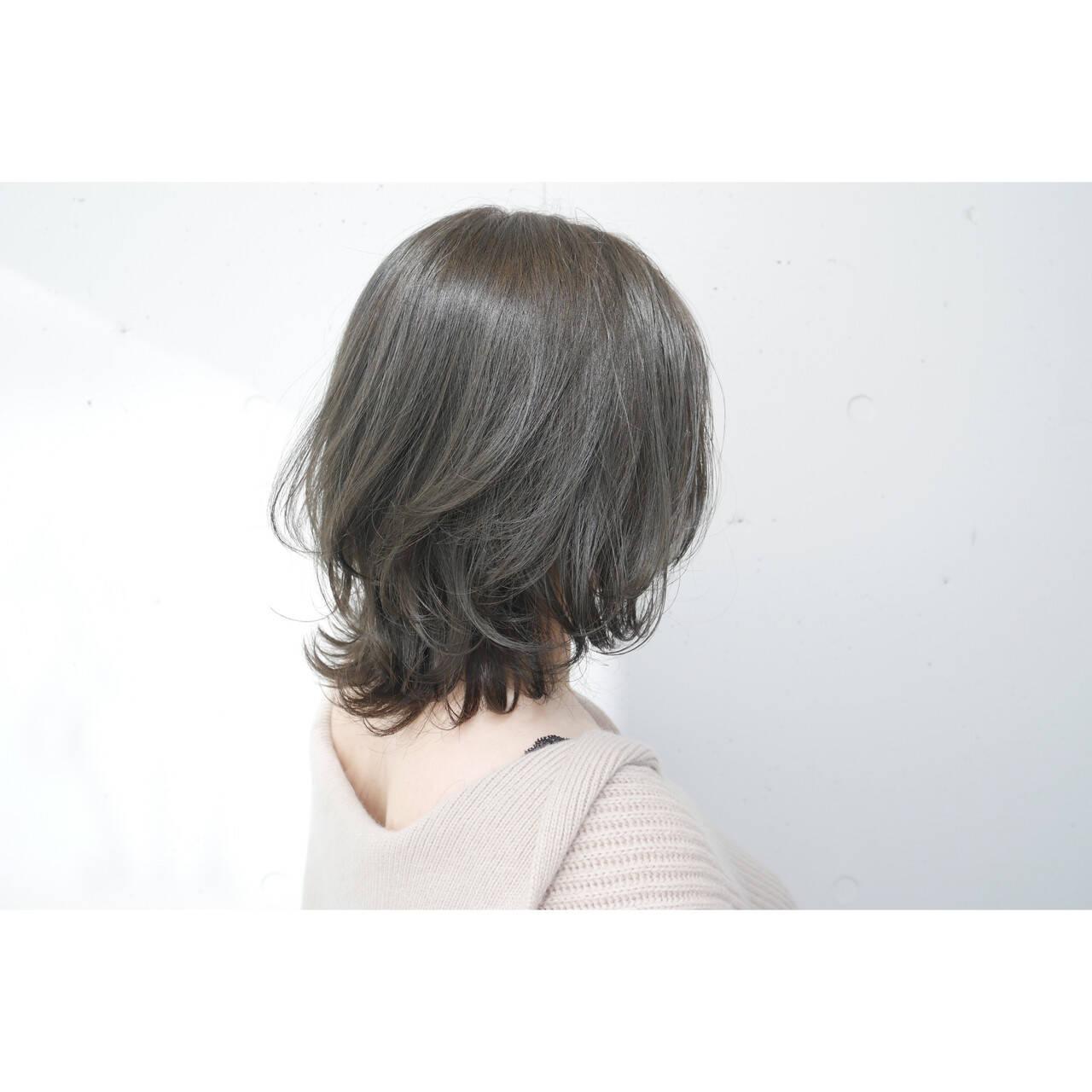 ナチュラル ウルフカット ミディアム グレージュヘアスタイルや髪型の写真・画像