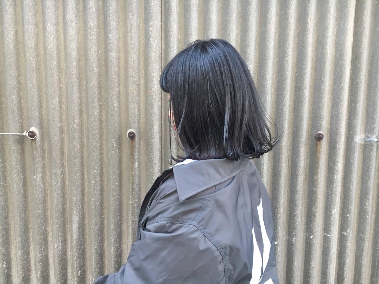 ナチュラル アンニュイ ブルーブラック オフィスヘアスタイルや髪型の写真・画像