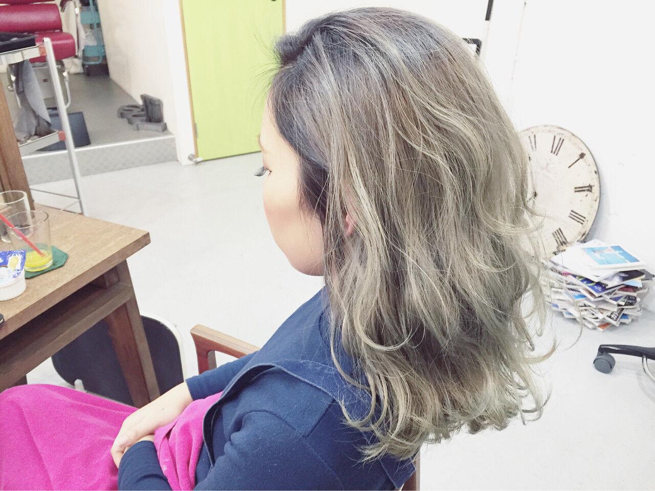 ミディアム グラデーションカラー 外国人風 アッシュヘアスタイルや髪型の写真・画像