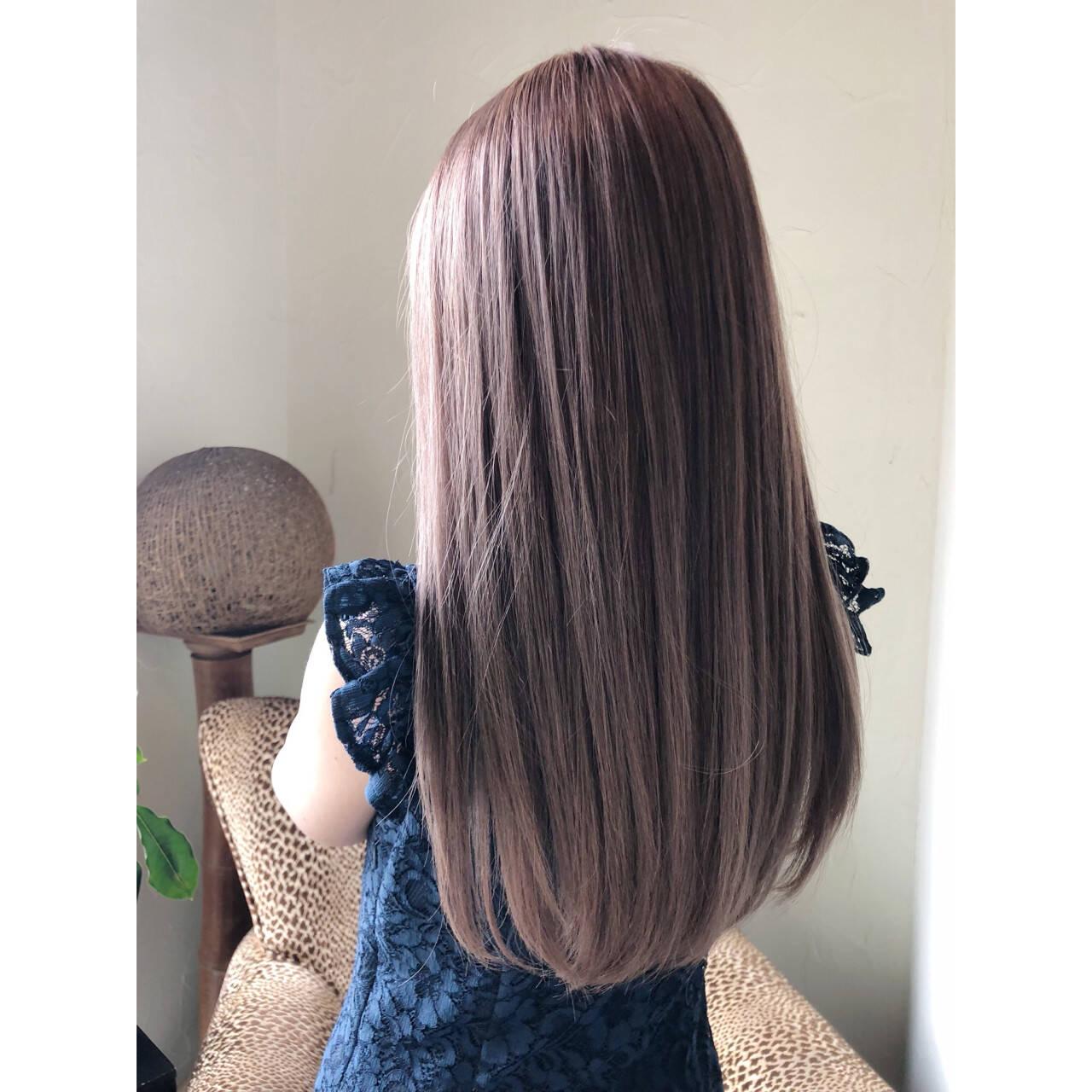 グレージュ 外国人風カラー セミロング アッシュヘアスタイルや髪型の写真・画像