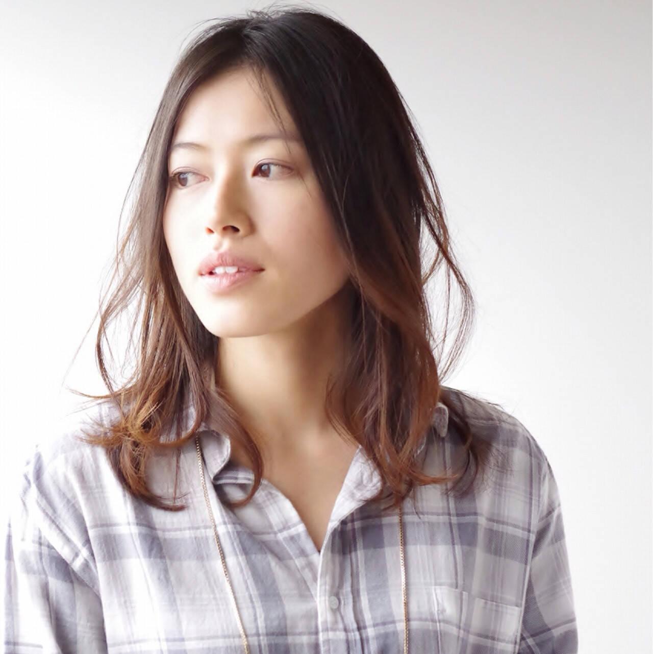 前髪なし センター分け ミディアム センターパートヘアスタイルや髪型の写真・画像