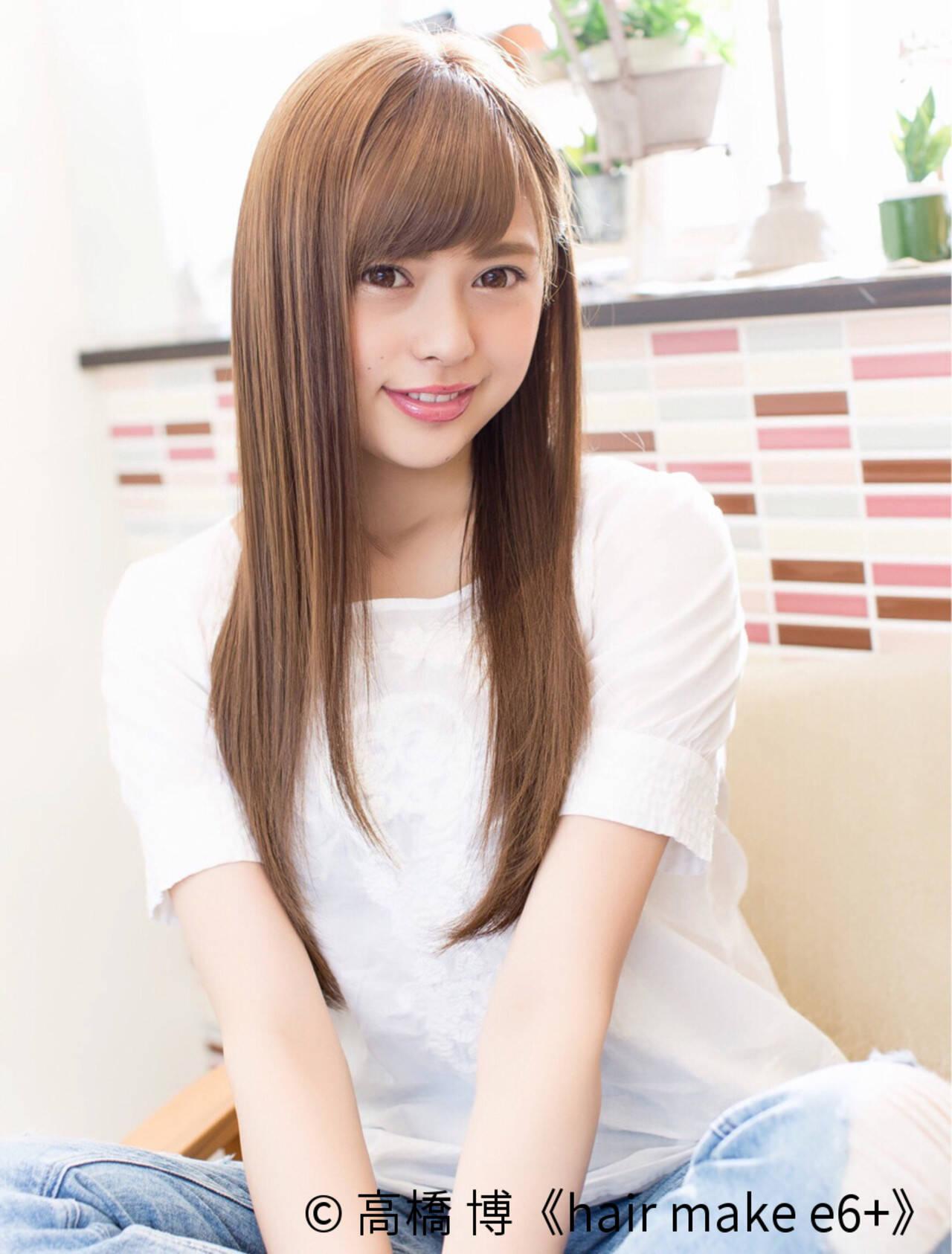 艶髪 ストレート アッシュベージュ ナチュラルヘアスタイルや髪型の写真・画像
