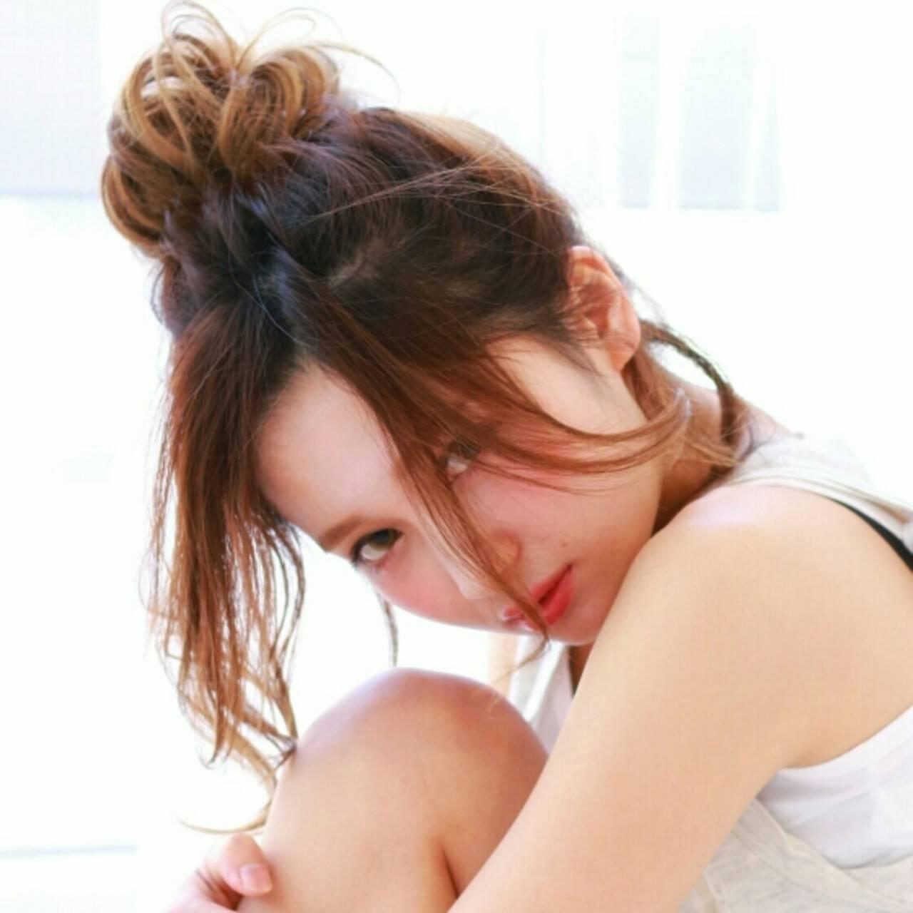 ハイライト お団子 簡単ヘアアレンジ 夏ヘアスタイルや髪型の写真・画像