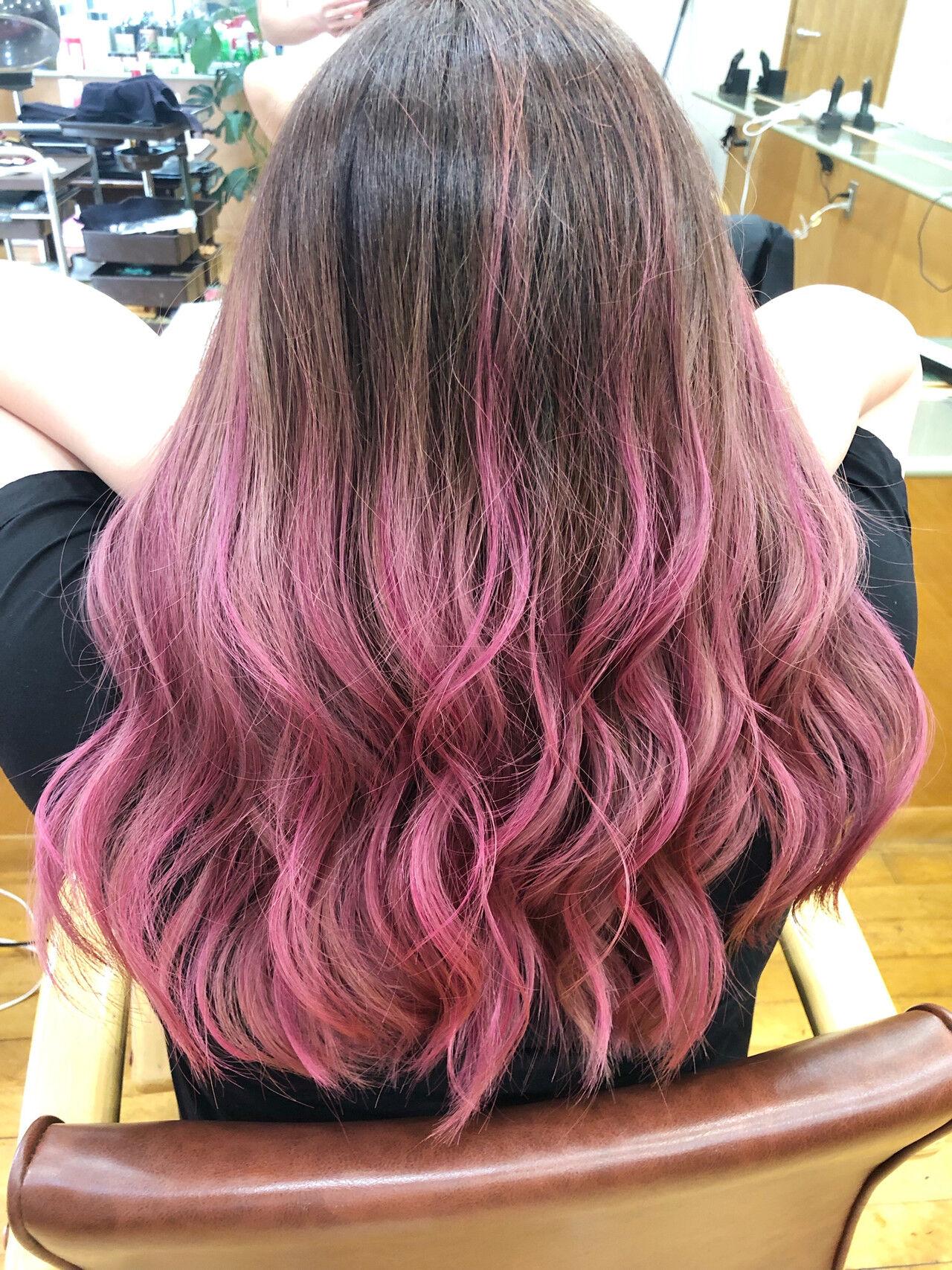 セミロング 外国人風カラー グラデーションカラー ピンクヘアスタイルや髪型の写真・画像