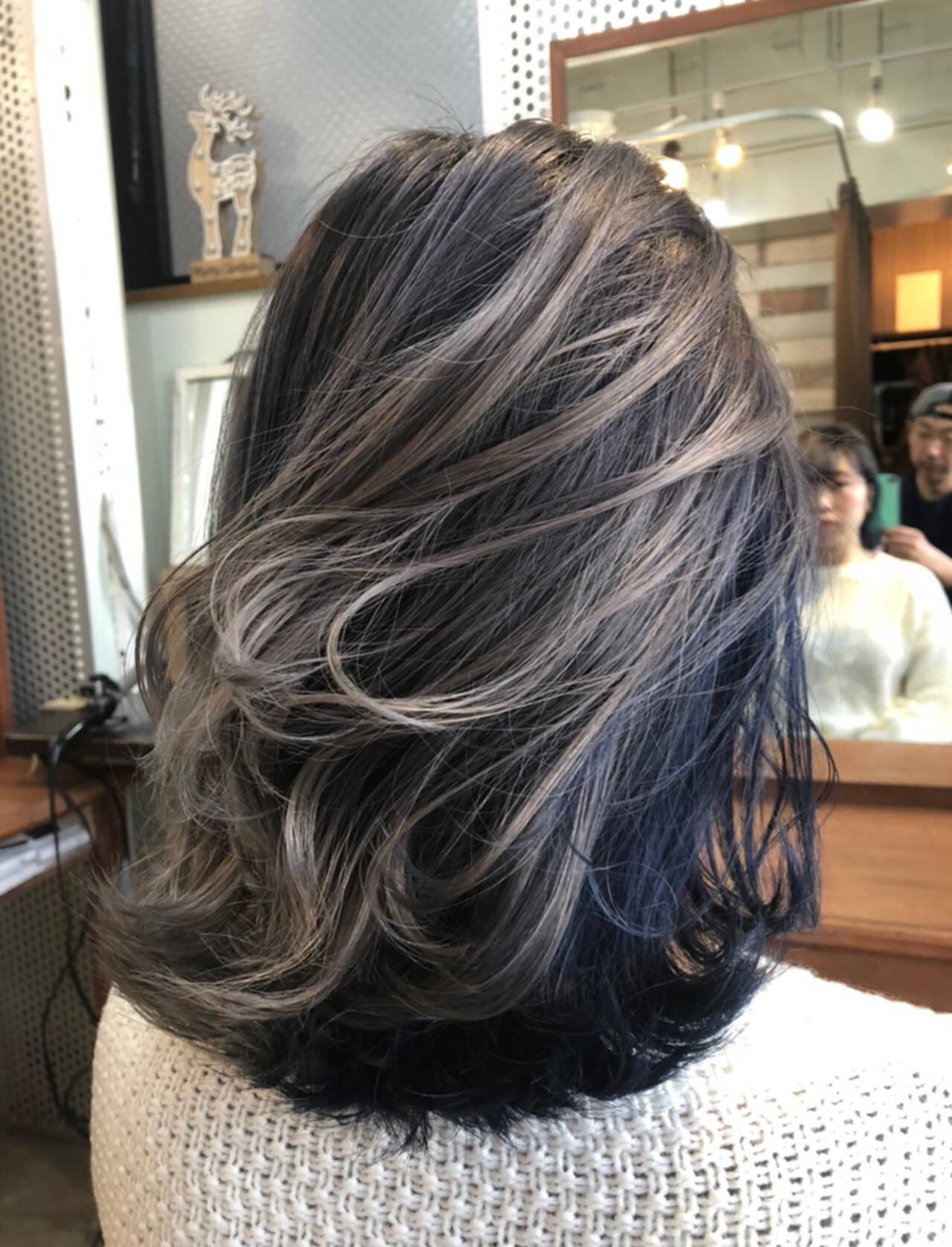ネイビー 透け感アッシュ ストリート ハイトーンカラーヘアスタイルや髪型の写真・画像
