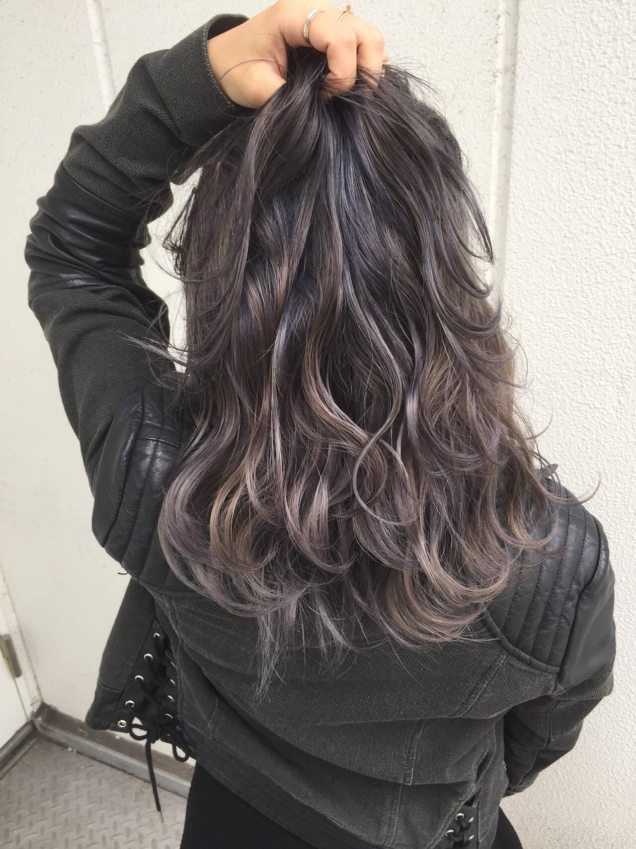 セミロング アッシュ グラデーションカラー ハイライトヘアスタイルや髪型の写真・画像