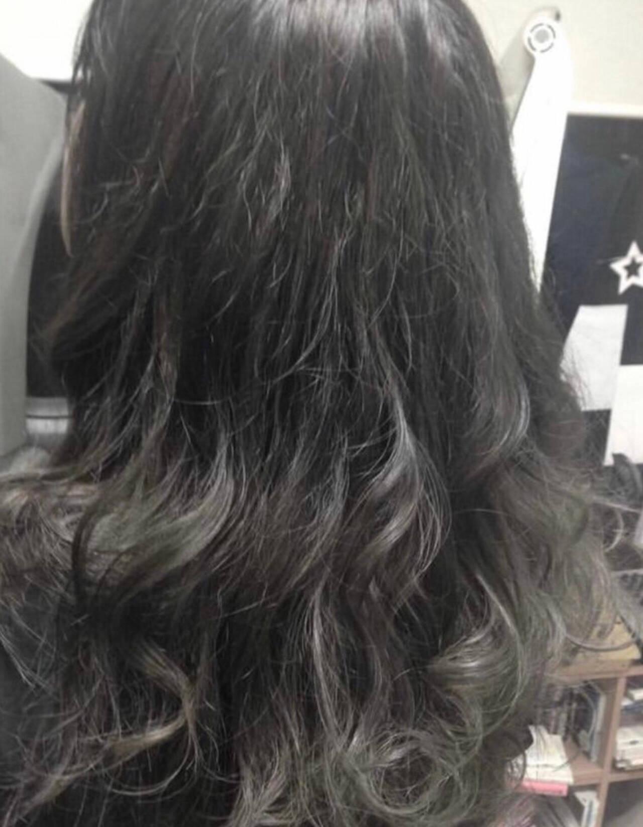 アッシュグラデーション ストリート グラデーションカラー シルバーグレージュヘアスタイルや髪型の写真・画像