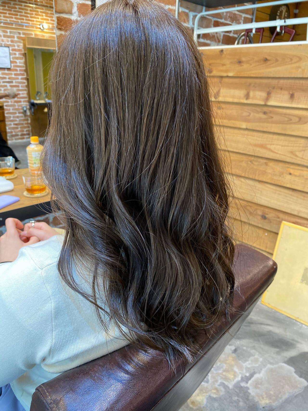 小顔ヘア グレージュ ロング アッシュグレージュヘアスタイルや髪型の写真・画像