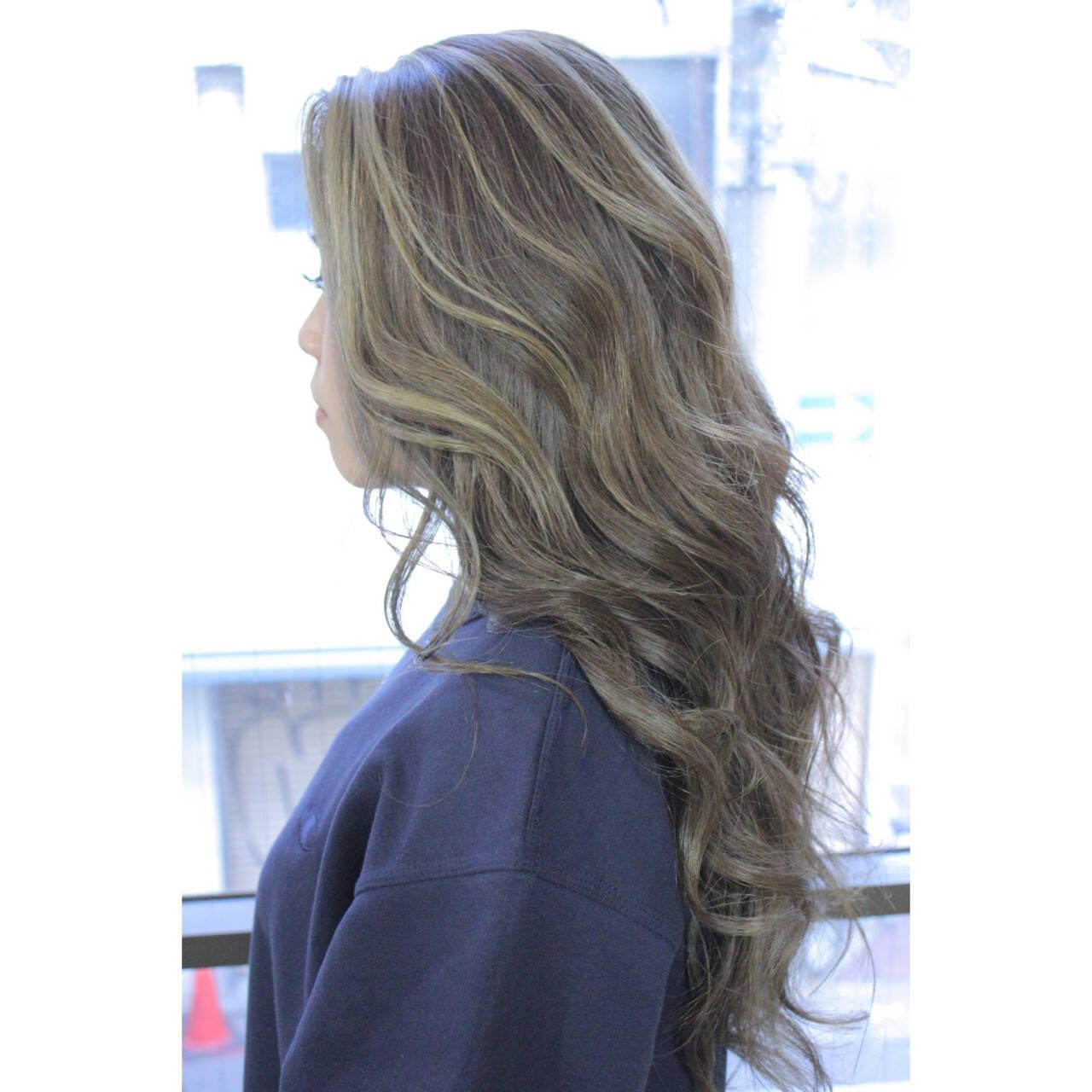 ロング ナチュラル フリンジバング マッシュヘアスタイルや髪型の写真・画像