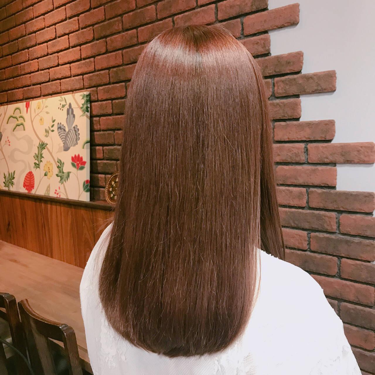 冬 ナチュラル ピンク レッドヘアスタイルや髪型の写真・画像