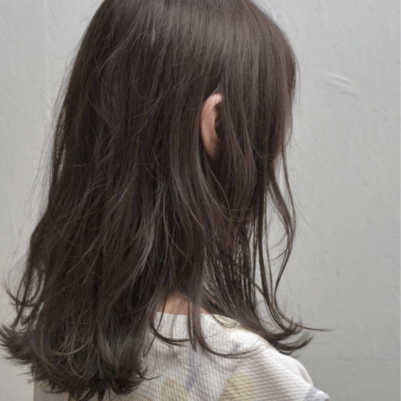 外国人風 セミロング ナチュラル グレージュヘアスタイルや髪型の写真・画像