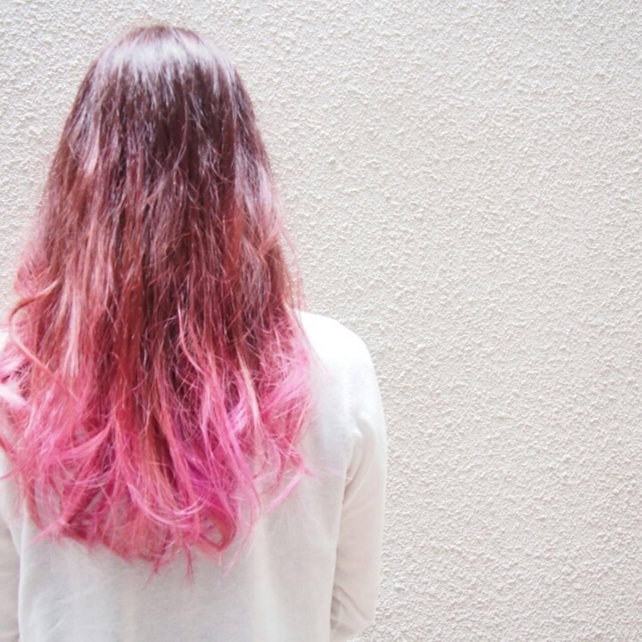 レッド グラデーションカラー ロング ビビッドカラーヘアスタイルや髪型の写真・画像