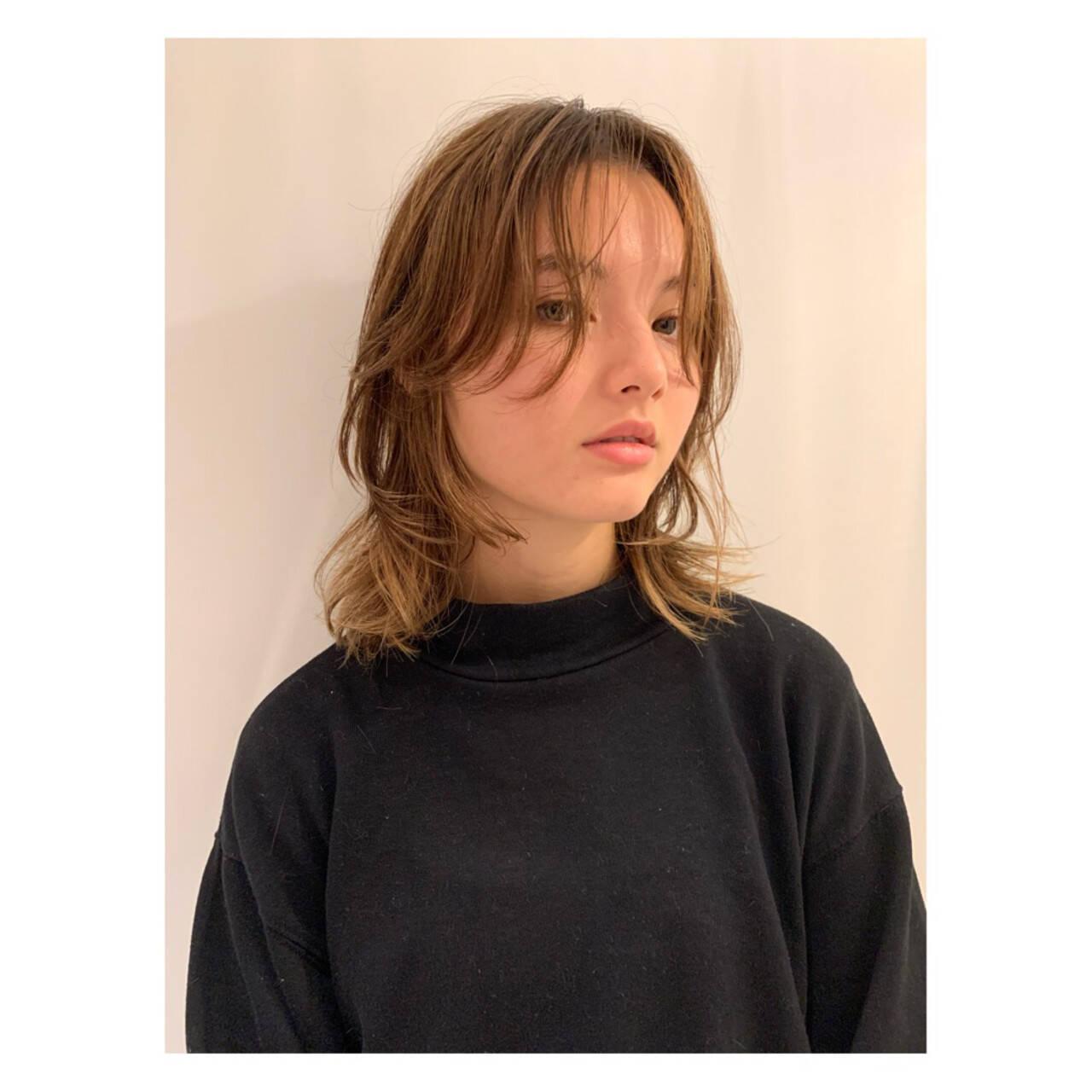 マッシュウルフ ハイライト ミディアム 大人ハイライトヘアスタイルや髪型の写真・画像