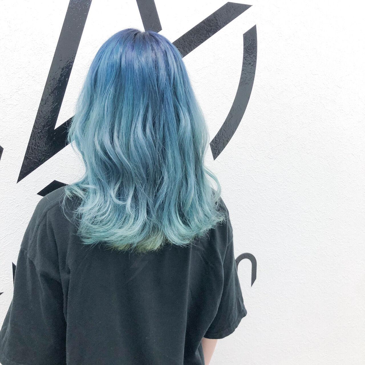 ホワイトブリーチ ストリート グラデーションカラー セミロングヘアスタイルや髪型の写真・画像