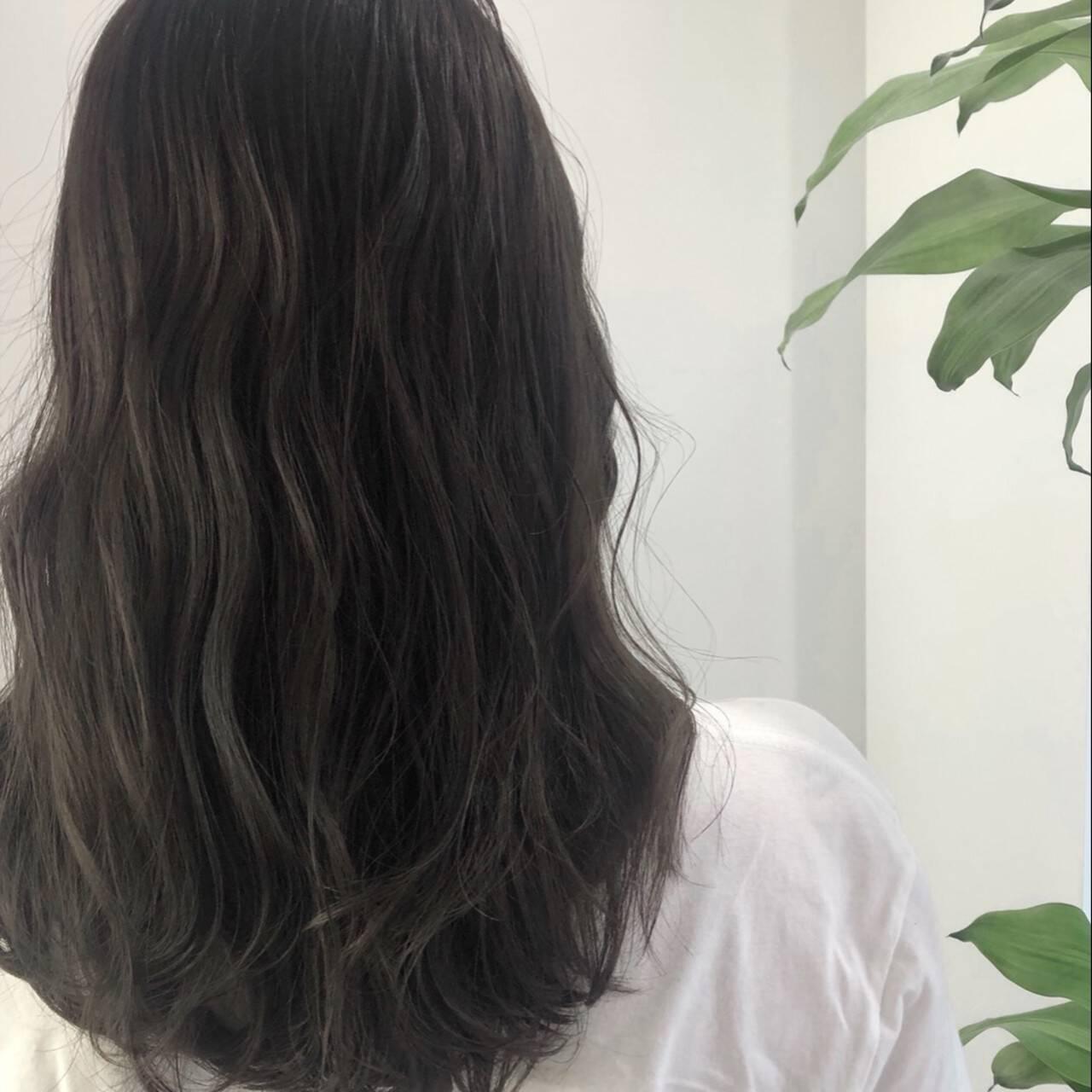 地毛風カラー 大人かわいい 透明感 ダークアッシュヘアスタイルや髪型の写真・画像