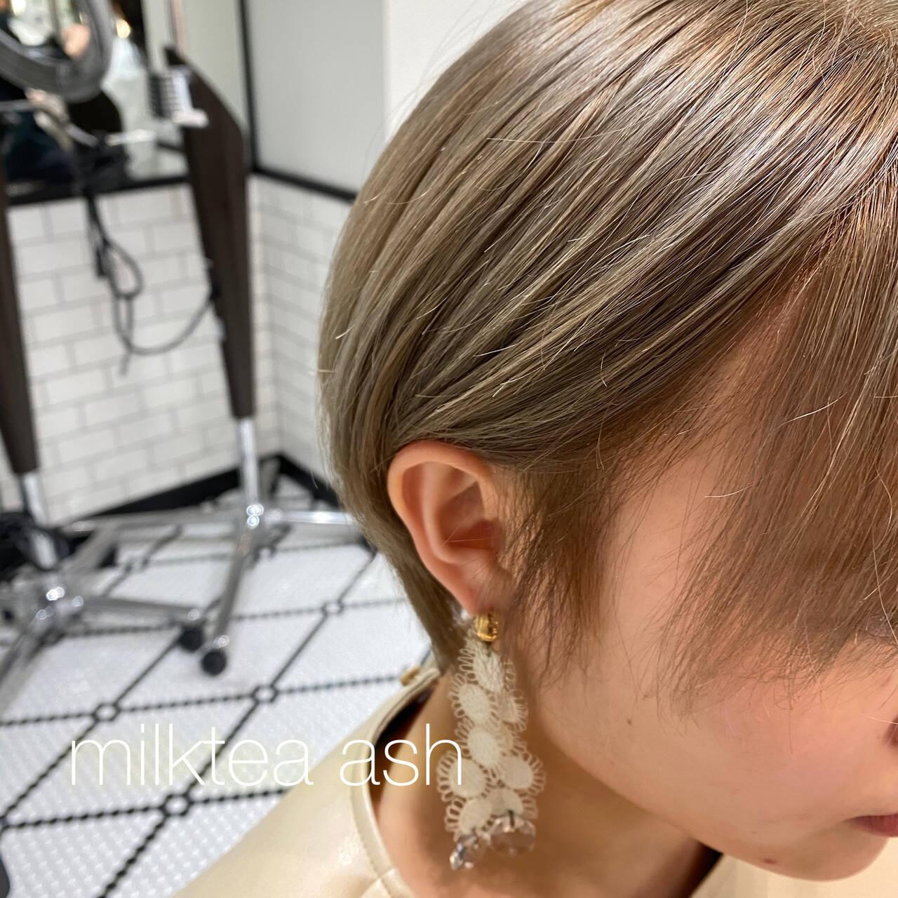 ショートヘア ガーリー ショート ベージュヘアスタイルや髪型の写真・画像