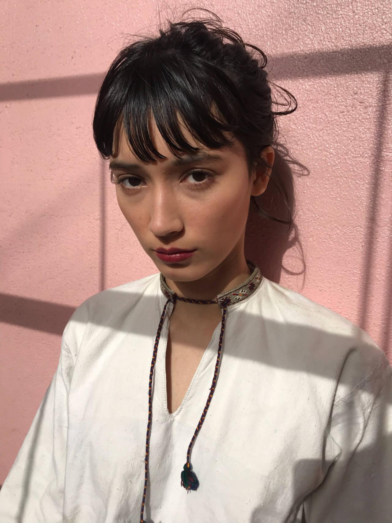 アンニュイ 簡単ヘアアレンジ セミロング 束感バングヘアスタイルや髪型の写真・画像
