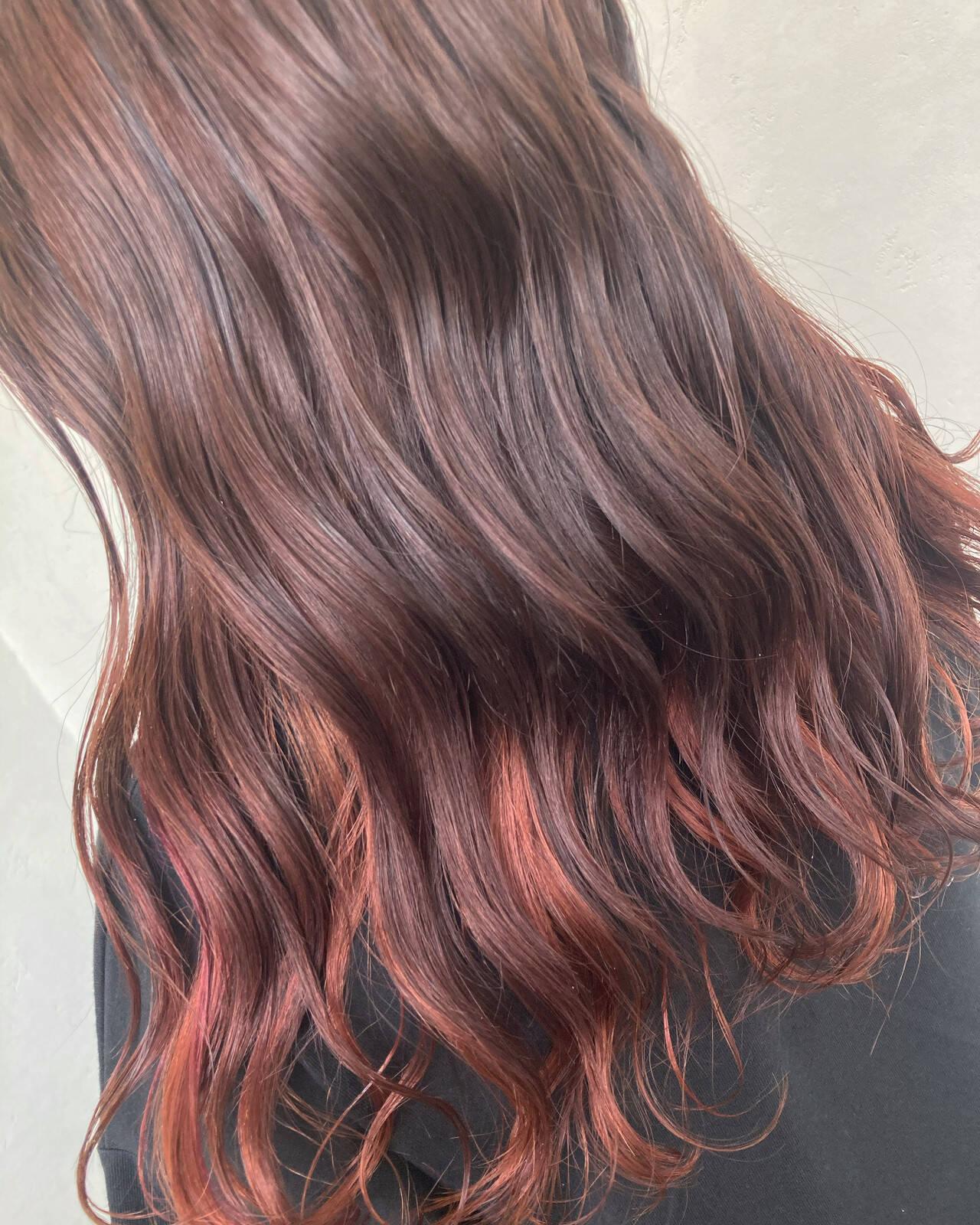 インナーカラー インナーカラーレッド 夏 ナチュラルヘアスタイルや髪型の写真・画像