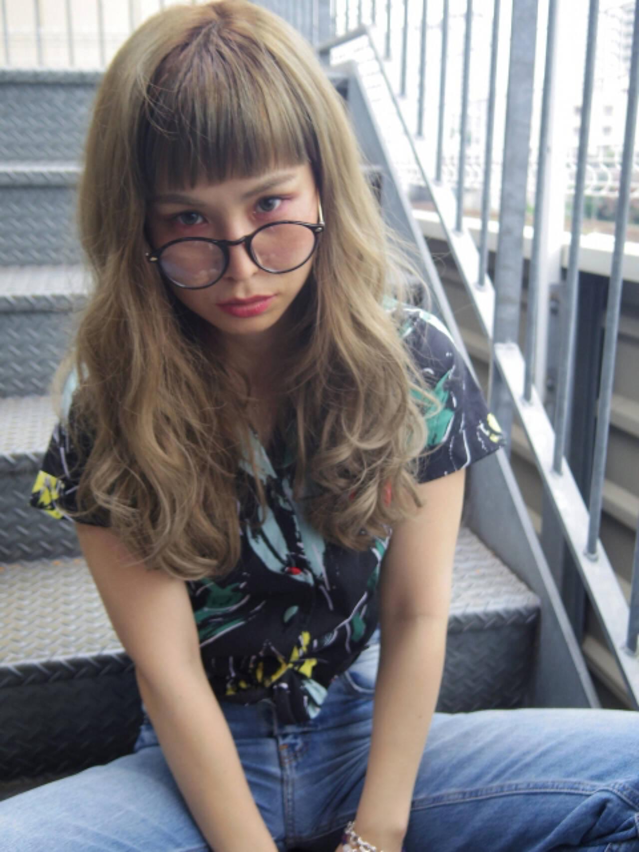 グレージュ アッシュ パーマ ガーリーヘアスタイルや髪型の写真・画像