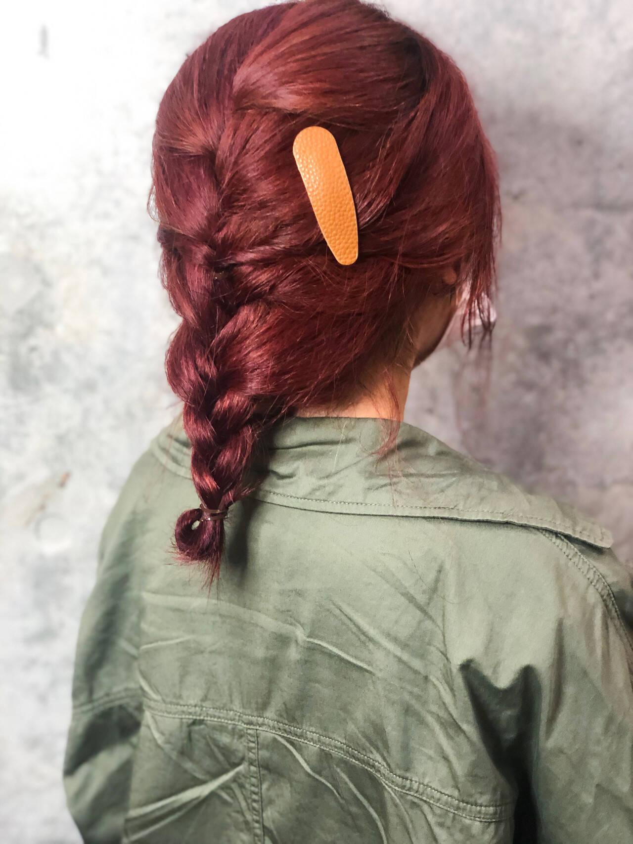 ベリーピンク ストリート セミロング ヘアアレンジヘアスタイルや髪型の写真・画像