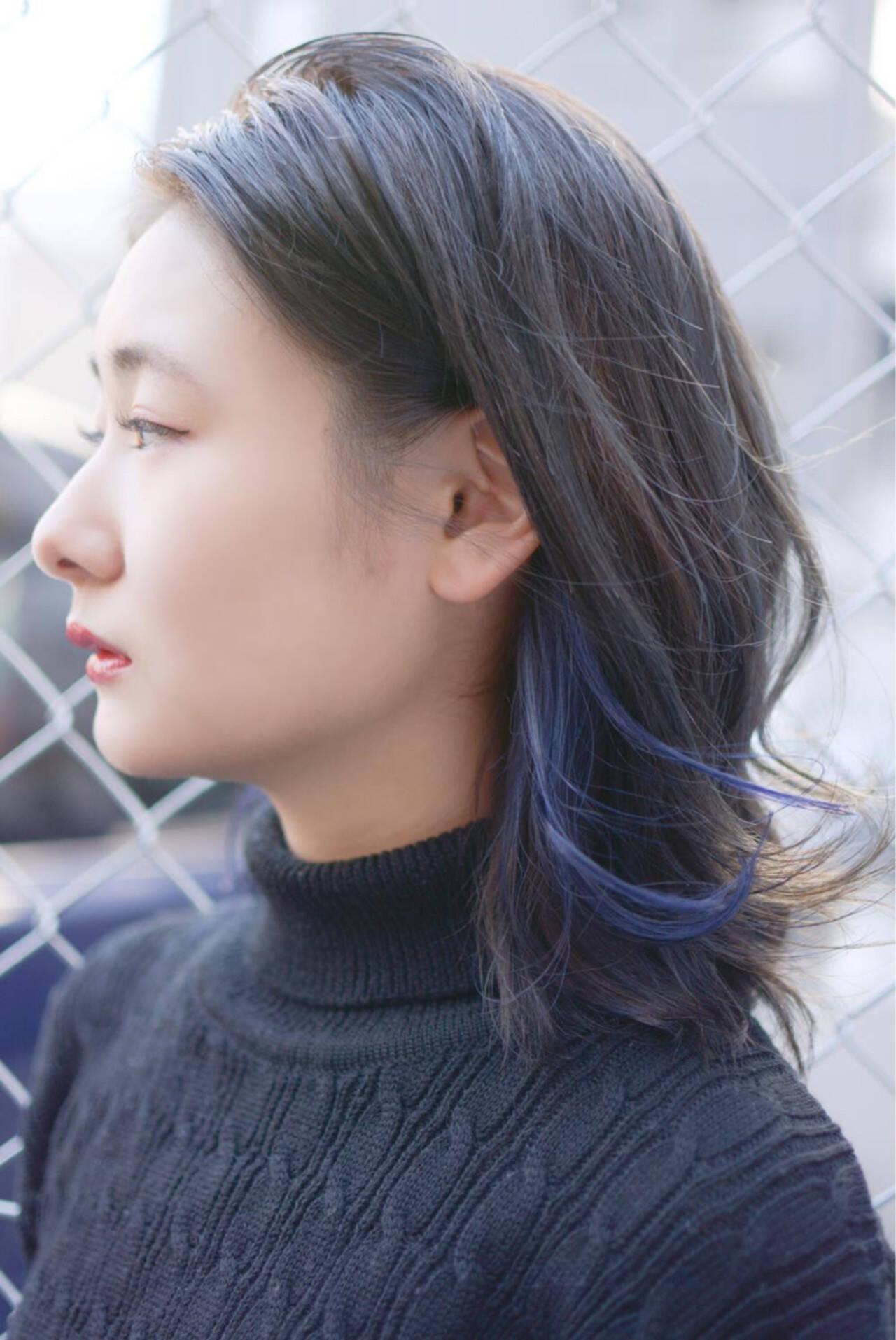 ミディアム 暗髪 グレージュ ストリートヘアスタイルや髪型の写真・画像
