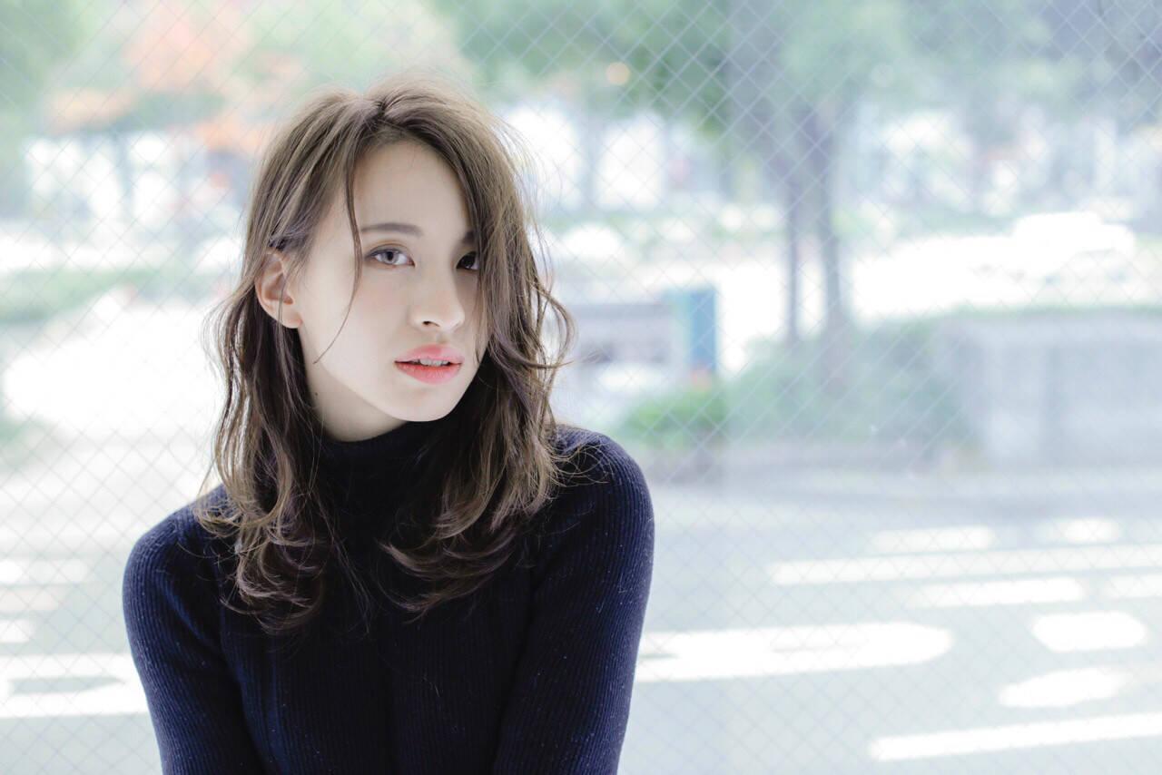 ミディアム ストリート ハイライト 外国人風ヘアスタイルや髪型の写真・画像