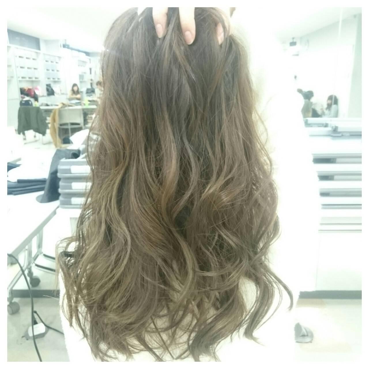 ゆるふわ セミロング ハイライト アッシュヘアスタイルや髪型の写真・画像