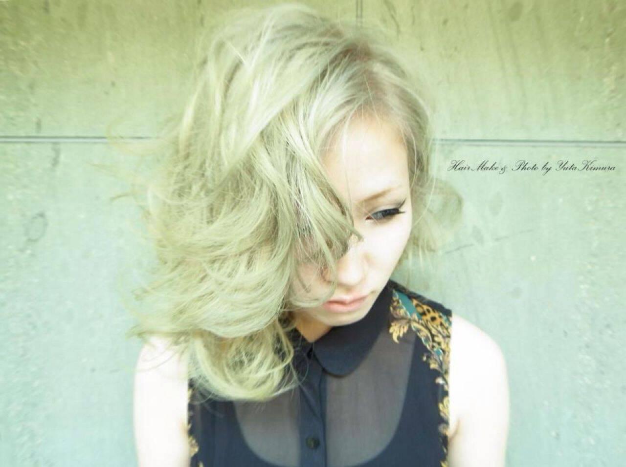 ブリーチ ハイトーン ブラウンベージュ 外国人風カラーヘアスタイルや髪型の写真・画像